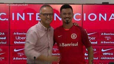 Volante Rodrigo Lindoso é apresentado no Inter como reforço para 2019 - Jogador já treinou com os colegas.