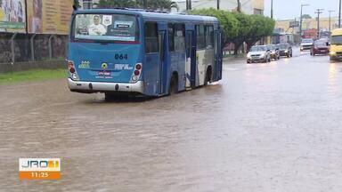 Chuva intensa na manhã desta quarta-feira - Vários pontos da cidade ficaram alagados.