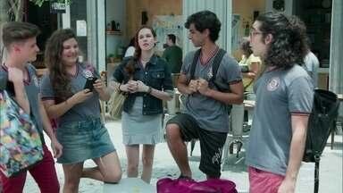 Todos rejeitam Fabiana - A ruiva promete se vingar dos alunos