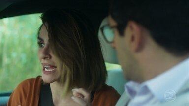 Betina fica contente pelo ferimento de Marocas - Lúcio e Betina desconfiam que Lalá confessou que trocou a munição
