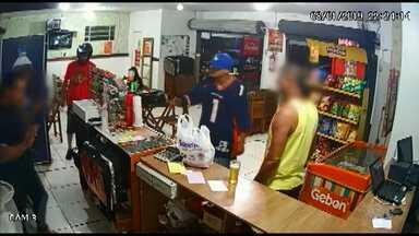 Assaltante leva todo o dinheiro de pizzaria em Guarapuava - A câmera de segurança do estabelecimento registrou ação.