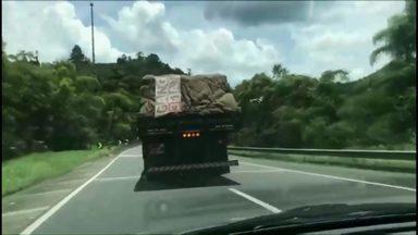 Caminhoneiro que dirigia drogado é perseguido por 63 km e preso pela polícia - Ele confessou que tinha usado cocaína. A situação foi registrada na BR-116.