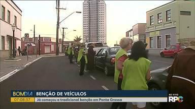 Freis capuchinhos abençoam carros em Ponta Grossa - 20 freis vão se revesar para abençoar os carros nesta sexta-feira.