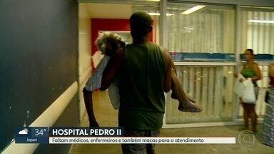 Faltam maqueiros para socorrer pacientes na porta do Pedro II - Paciente flagra consultórios sem nenhum médico durante a madruagada.