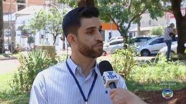 Prefeitura de Ourinhos faz distribuição dos 52 mil carnês de IPTU - A Prefeitura de Ourinhos termina a distribuição dos 52 mil carnês de IPTU e o pagamento começa dia 22.