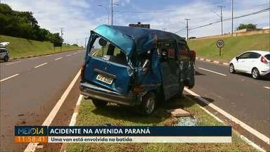 Motorista fica ferida em acidente na Avenida Paraná - A batida foi no fim da manhã de sexta-feira.