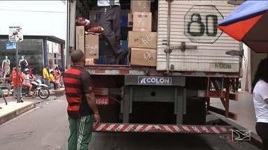 Caminhões causam transtorno em trânsito de Codó - Caminhões de carga e descarga que circulam no centro comercial tem sido motivo de muita reclamação.