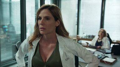 Helen discorda das decisões de Petra - Petra está preocupada com o vírus que os 'congelados' carregam