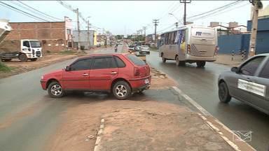 Motoristas reclamam de fechamento de retornos na Estrada de Ribamar - Além disso, muitos não têm obedecido as novas regras e acabam fazendo retornos irregulares.