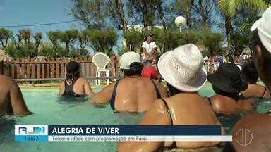 Colônia de férias da 3ª idade faz parte da programação em Farol de São Thomé, em Campos - Assista a seguir.