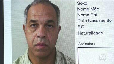Polícia procura homem suspeito de feminicídio - Segundo a polícia, Antonio César de Andrade deu dois tiros na ex-mulher, Márcia Antonia Ribeiro, de 44 anos. Câmeras de vigilância gravaram a fuga dele após o crime.