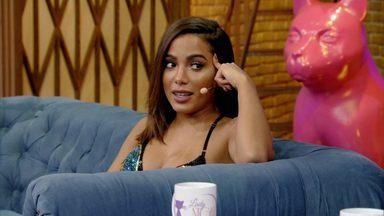 """Anitta - A convidada de hoje no Lady Night é Anitta, e Tatá Werneck testa as habilidades da cantora com coreografias inventadas e cria cenas inusitadas de um documentário """"lésbica"""" em espanhol."""