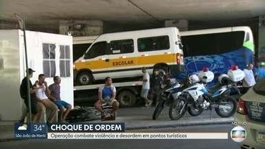 Operação combate violência e desordem em pontos turísticos - A operação está sendo feita no entorno do Corcovado e envolve vários órgãos, como o Detro, e as polícias Civil e Militar.