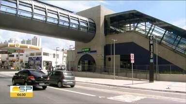 Obras paradas na linha 15-Prata - Reportagem encontrou canteiros vazios e ouviu queixas de passageiros