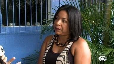 Assistentes sociais dão apoio aos moradores do Pinheiro - Emy Oliveira, assistente social, fala sobre as visitas às pessoas que tiveram as casas afetadas pelas rachaduras.