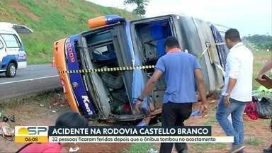 32 pessoas ficam feridas em acidente com ônibus na Rod. Castello Branco - Ônibus que saiu da capital em direção ao Paraná tombou no acostamento