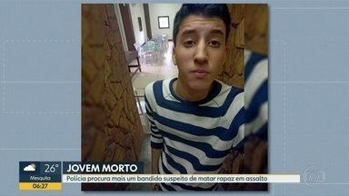 Polícia procura mais um bandido suspeito de matar rapaz em assalto - Matheus Lessa se jogou na frente da mãe na hora do tiroteio.