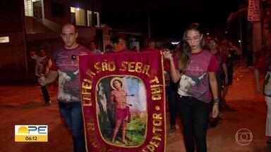 Dia de São Sebastião é celebrado por fiéis em diversas cidades do estado - No Recife, houve procissão no bairro do Jordão.