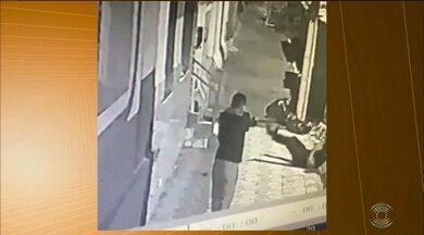 Suspeito de atirar em baterista, em Esperança, é preso fugindo da PB - Polícia Civil também confirmou que já prendeu suspeito de dar fuga ao atirador no dia do crime.