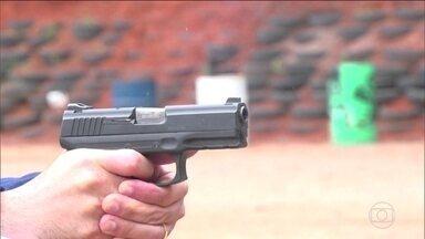 Delegado da PF alerta para 'exagerado número de armas em poder dos cidadãos' - Chefe da Divisão Nacional de Controle de Armas de Fogo fez um manual sobre como agir diante das novas regras de posse de armas. Tom do texto surpreendeu a cúpula da PF.