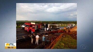 Acidente com ônibus que seguia de Alagoas para SP deixa mortos e feridos na BR-146 em MG - Motorista disse que veículo ficou sem freio.
