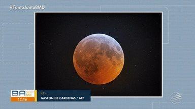 Previsão do tempo: eclipse lunar é visto em Salvador na madrugada de segunda-feira (21) - O evento durou cerca de 1h34 minutos. No ápice, o satélite natural ficou com o tom avermelhado.