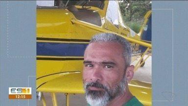 Piloto que morreu após queda de aeronave em Jaguaré é sepultado, no Norte do ES - Fernando fazia uma pulverização quando o avião caiu.
