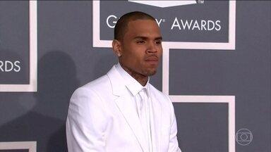 Chris Brown é preso em Paris por suspeita de estupro - O cantor americano foi preso com um guarda-costas e um amigo. Uma mulher de 24 anos disse à polícia que foi estuprada no dia 15 de janeiro num hotel onde Chris Brown estava hospedado.