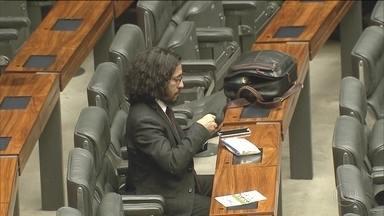 Deputado Jean Wyllys (PSOL-RJ) renuncia a mandato citando ameaças - Parlamentar ativista da causa LGBT, ele foi eleito para um terceiro mandato, mas não vai assumir.