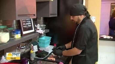Atendimentos delivery e cooperativas são tendências entre profissionais autônomos - Design de sobrancelhas e sushi men em festas e são alguns dos seriços oferecidos.