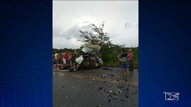 Polícia investiga acidente entre van e caminhão na BR-402 no Maranhão - Van que seguia para Humberto de Campos, com 16 passageiros e bateu de frente com um caminhão-baú.
