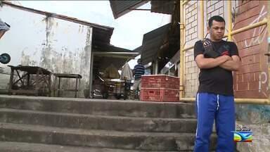 Feirantes denunciam falta de condições em mercado em São Luís - Segundo a denúncia que ocorre no mercado do bairro Liberdade, na capital, o portão de embarque e desembarque de produtos está em péssimas condições.