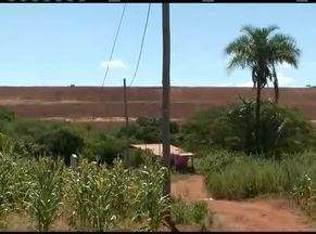 Em Riacho dos Machados moradores tem medo de uma barragem de rejeitos que tem por lá - Mineradora foi classificada pela Agência Nacional de Água como baixo risco pela forma que foi construída.