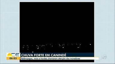 Morador registra chuva forte em Canindé, no Sertão Central - Vídeo mostra raios e trovões na noite desta quinta-feira (31).