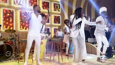 Carlinhos Brown e Timbalada se apresentam no 'Encontro' - Confira