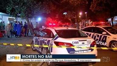Grupo invade bar, mata dois homens a tiros e deixa outros dois feridos em Goiânia - Segundo Polícia Civil, quatro suspeitos chegaram em um carro, efetuaram cerca de 25 disparos e fugiram. Vítimas bebiam e jogavam sinuca quando foram atingidas.