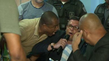 Vereadores discutem e causam confusão na Câmara de Mesquita - Marcelo Biriba e Sancler Nininho discutiram para saber quem iria presidir a Câmara de Mesquita. Houve protestos, gritaria e a polícia foi acionada para conter os ânimos.