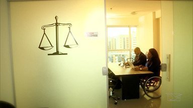 Após anos de dedicação, ex-mecânico realiza sonho de se tornar advogado - Joabson Costa Pinheiro não desistiu do sonho e se transformou em um profissional de sucesso.