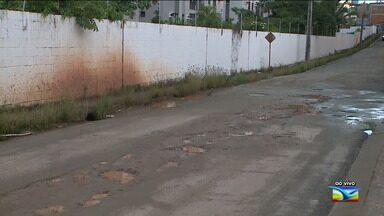 Moradores reclamam de grande número de buracos no bairro Barramar em São luís - De acordo com os moradores do bairro na capital, os buracos começaram a surgir após uma iniciada pela Caema.