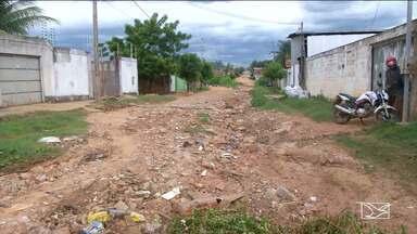 Moradores em Balsas reclamam da falta de infraestrutura das ruas - Existem casas que estão quase isoladas por causa das valas abertas com a enxurrada.