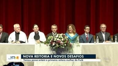 Primeira reitora mulher da Furb toma posse no Teatro Carlos Gomes, em Blumenau - Primeira reitora mulher da Furb toma posse no Teatro Carlos Gomes, em Blumenau