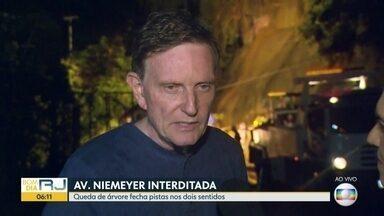 Prefeito Marcelo Crivella fala sobre estado crítico do Rio após chuvas - Prefeito Marcelo Crivella fala sobre estado crítico do Rio após chuvas
