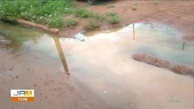 Vídeo mostra o acúmulo de água em rua com problema de escoamento no Aureny lll - Vídeo mostra o acúmulo de água em rua com problema de escoamento no Aureny lll