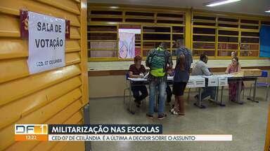 O Centro Educacional 07 de Ceilândia aprovou a presença de militares na escola - A proposta teve 58% dos votos. Das quatro escolas selecionadas pelo governo, o CED 07 era o único que ainda não tinha realizado a votação. A decisão só saiu às 22h30.