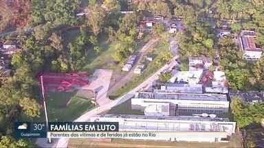 Tragédia no Ninho do Urubu. Famílias das vítimas estão no Rio - Parentes estão em hotel. 13 atletas sobreviveram sem ferimentos porque não ficaram no alojamento.
