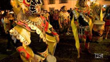 Prévias de carnaval animam foliões em São Luís - Noite de sexta-feira (8) até parecia ser de carnaval no Centro Histórico da capital porque alguns brincantes entraram no clima da folia com a apresentação de blocos.