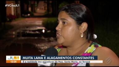 Moradores de passagem no Tenoné reclamam da falta de saneamento - Lama e alagamentos são constantes na área.