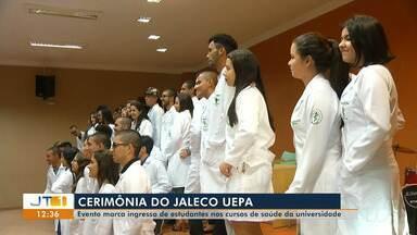 Calouros de cursos de saúde da UEPA participam de Cerimônia do Jaleco - Ingressos nos cursos de Enfermagem, Medicina, Fisioterapia e Educação Física participaram de cerimônia simbólica, um momento de muita felicidade e realização.