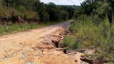 Municípios do RS que tiveram prejuízos com temporais aguardam apoio do governo estadual - Estradas precisam de manutenção.
