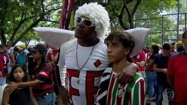 Torcedores e clubes homenageiam vítimas da tragédia no Flamengo - O sábado foi de homenagens no Brasil e o mundo. Pelos campeonatos estaduais, todos os jogos tiveram um minuto de silêncio em homenagem às vítimas.